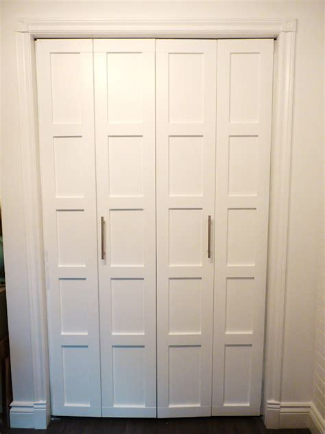 Where To Put Knobs On Bifold Doors by 6 Closet Door Diy Transformations Closet Doors Diy Wood