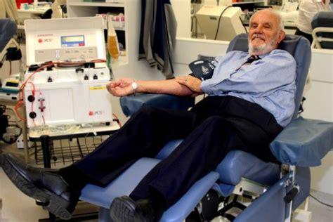Jas L Uomo l uomo con il sangue speciale che ha donato pi 249 di 1 100 volte e ha salvato 2 milioni di vite