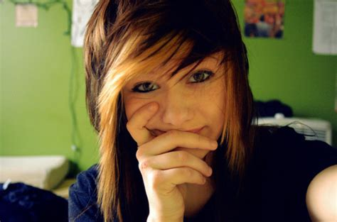medium length brown hair with bangs and blonde highlights bangs bicolor hair blonde and brown hair cute image