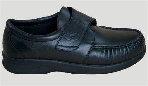 lightweight leather walking shoe