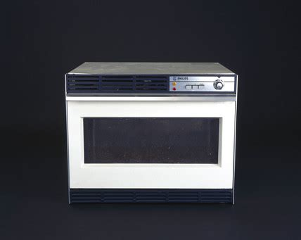 Microwave Philips microwave cooker model hn 1102 by philips 1968 at science and society picture library