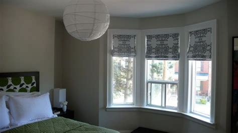 how to dress a bedroom window 1000 ideas about blinds for bay windows on pinterest