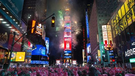 new year 2015 in chinatown nyc world welcomes 2015 see the most spectacular celebrations
