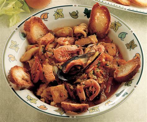 cucina pesce facile ricetta zuppa di pesce con verdure la cucina italiana