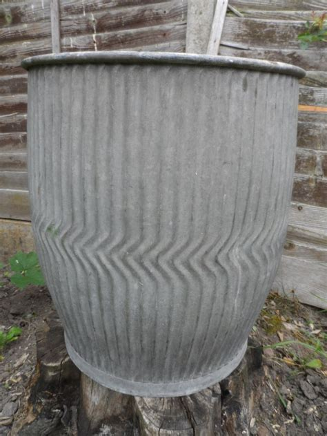 Large Garden Tubs And Planters 1000 Ideas About Large Garden Planters On