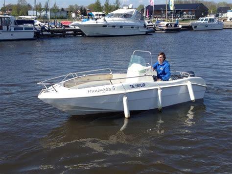 boot 4 slaapplaatsen open motorboot blue star 4 personen huren in groningen