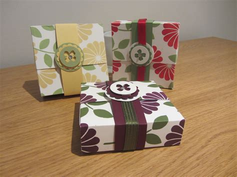 Handmade Gift Box Tutorial - craftycarolinecreates flip top 3 x 3 card gift box