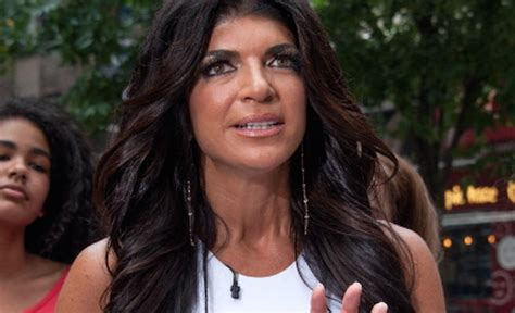 does teresa giudice have hair extensions does teresa giudice have a makeup artist in prison