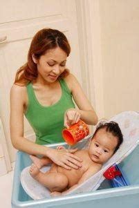 Bak Mandi Bayi Nyaman pelangi bunda