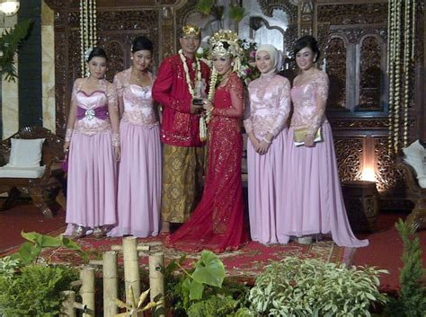 Batik Keluarga Kebaya Sarimbit Monokrom Exclusive seragam pernikahan untuk kebaya newhairstylesformen2014