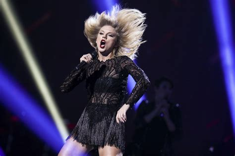 taylor swift all too well houston taylor swift performs at 2017 directv now super saturday