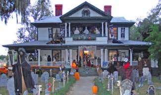 Halloween Decorated Homes by Creepy And Scary House Decorations For Halloween