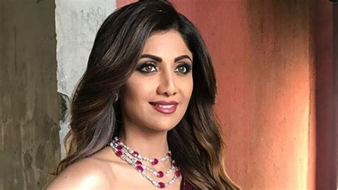 Shilpa Shetty Is The New Bond by Shilpa Shetty Is A Master At Dressing Sultry This Manish