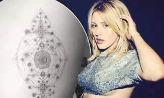 ellie goulding tattoo ellie goulding goes the needle again as she shows