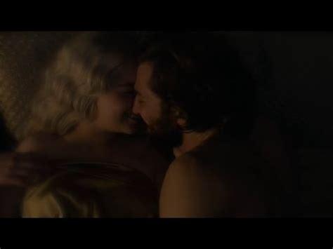 game of thrones khaleesi handmaiden actress game of thrones 5x07 daenerys and daario hot make out