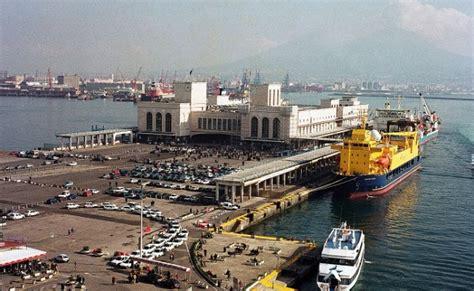 napoli porto vecchio esplosione al porto di napoli 3 operai feriti uno 232 in
