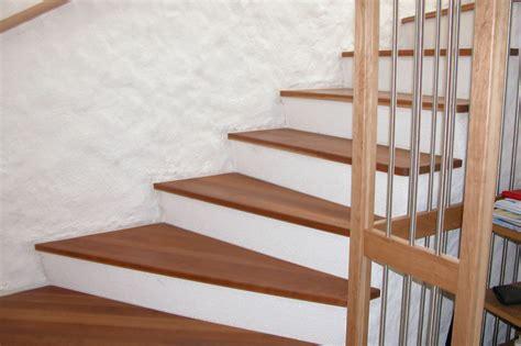 holz treppenstufen treppenstufen holz verkleiden kreatives haus design