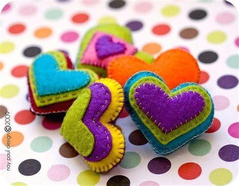 Handcrafted Hearts - como hacer corazones de fieltro paso a paso