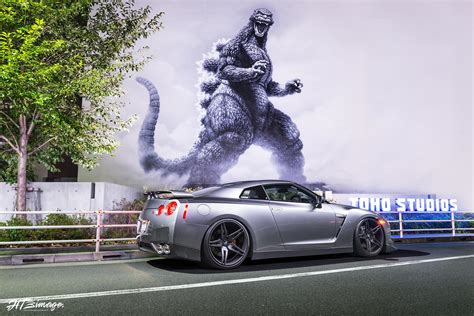 nissan godzilla godzilla finally meets the nissan gt r gtspirit