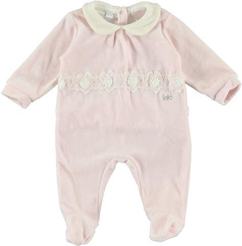 neonato in tutina neonato in morbida ciniglia con applicazione di