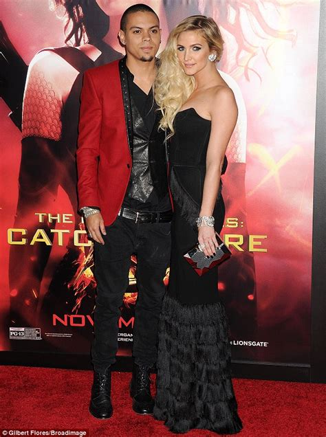 evan ross character in star ashlee simpson enjoys a pda with boyfriend evan at hunger