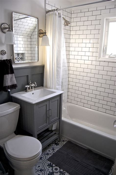 Grey And White Tiles Bathroom by Best 25 Small Grey Bathrooms Ideas On Grey