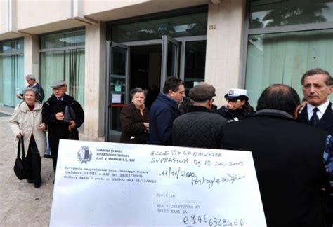 comune di bari ufficio tributi foto code all ufficio tributi proteste 1 di 12 bari