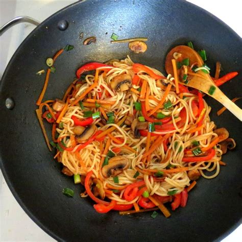 cuisiner nouilles chinoises 1000 id 233 es sur le th 232 me nouilles chinoises sur