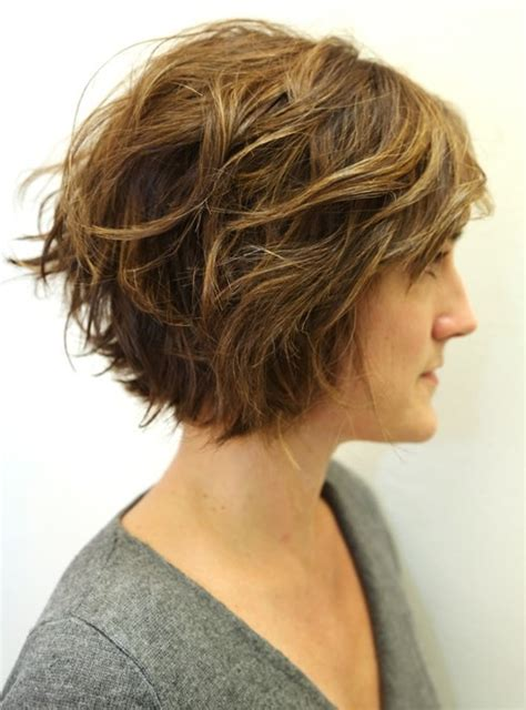 No Layers Curly Bob Haircuts | layered wavy bob hairstyles for women girls popular