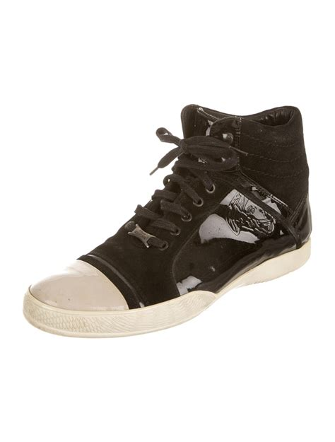 versace sneakers versace sneakers shoes ves25166 the realreal