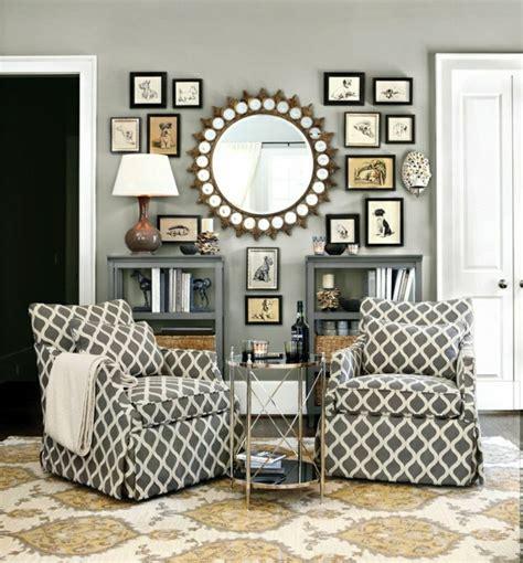 Superbe Miroir Dans Le Salon #2: 1-miroir-décoratif-mural-mur-avec-décoration-moderne-miroir-rond-ikea-tapis-baroque.jpg
