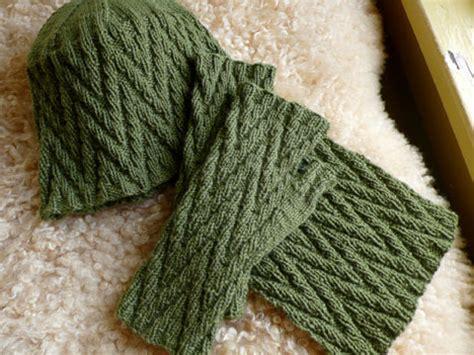 zigzag knitting pattern scarf zig zag mitts hat and scarf