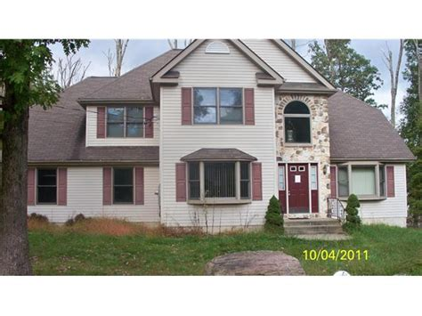 houses for sale east stroudsburg pa 31 pasquin dr east stroudsburg pa 18301 foreclosed home information reo properties
