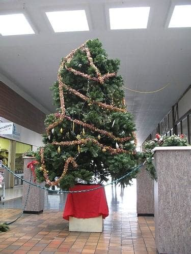 bad xmas decirations 19 of the best and worst office decorations you ve seen