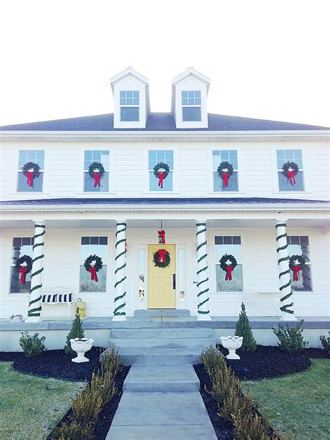 images of christmas wreaths on windows armelle blog how to hang christmas wreaths on windows