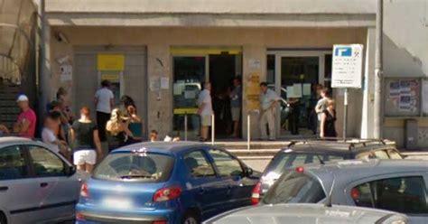 ufficio postale aprilia aprilia rapina l ufficio postale e fugge a piedi