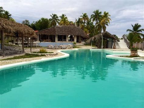 port hotel ile a vache piscine foto port ile a vache tripadvisor