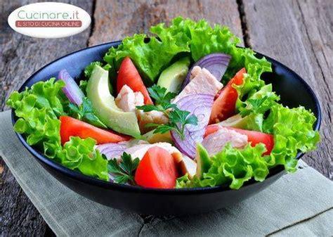 cucinare con avocado insalata con avocado tonno e ortaggi cucinare it
