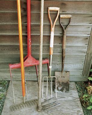 essential tools  working  soil finegardening