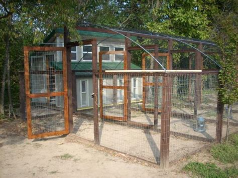 Half Monitor Chicken Coop Backyard Chickens Community Backyard Runs