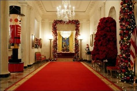 Decorating Your Home On A Budget the white house christmas 2003