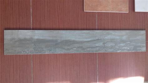 piastrelle prezzi stock pavimento piastrelle effetto legno in stock ufficio