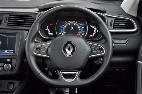 renault kadjar interior renault kadjar dci dynamique 4wd 2016 review cars co za