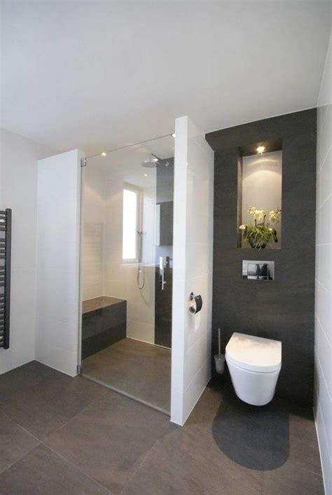 canapé gris et blanc les 25 meilleures id 233 es de la cat 233 gorie salles de bains