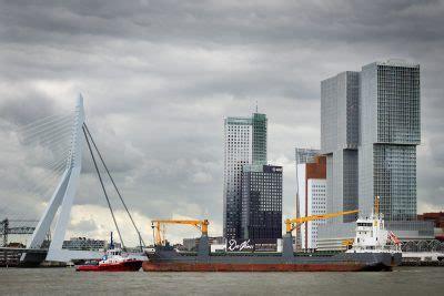 boten in rotterdamse haven containers rotterdamse haven vaker over de weg door lange