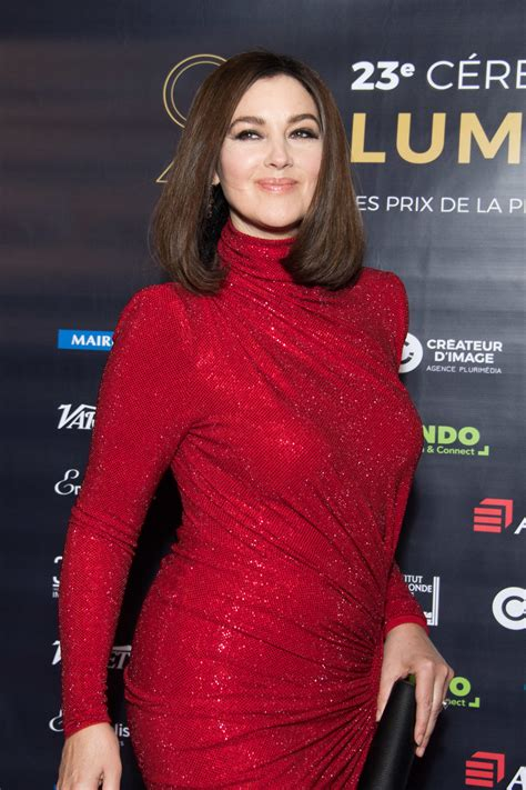 monica bellucci red dress how does monica bellucci manage not to look vulgar in red