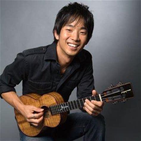ukulele lessons jake shimabukuro jake shimabukuro defying genres acoustic magazine