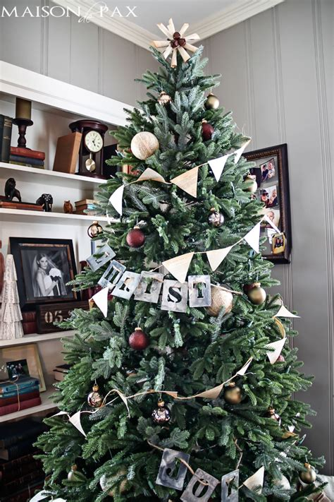 a strand of greenery hung as decoration simple tree decorations