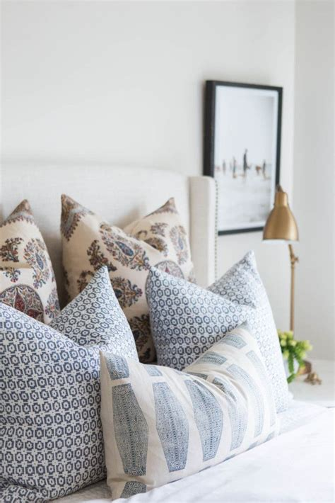 bed pillow arrangement ideas 17 best ideas about pillow arrangement on pinterest bed