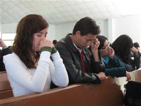 imagenes de iglesias orando la reliigi 243 n beneficia la salud rel